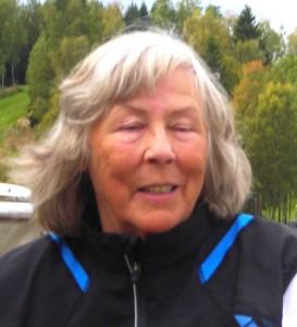 Aud Jørgensen prøver å late som hun er kineser. Litt for mange baller i vannet på hull 15 gjorde at hun måtte plante flagget på hull 16 for fjerdeplassen.