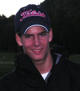 Langtslående Fabio Helgerud hadde tatt turen fra Østmarka for å være med på mandagscupavslutningen. En fin debut var det, med birdie på 9-ern og tredjeplass i klasse A.