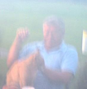 Jan Sørhus fikk (hvis vi husker riktig) ikke den birdiepremien som han rettmessig skulle ha fått. Plaster på såret var en kos med Krokhol-katten Lars Larsen.