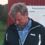 Øyvind Sandvold meldte overgang til Østmarka foran årets sesong, men gjorde en gjesteopptreden i dag, med birdiesjekk som resultat. Nå må han pent komme tilbake for å bruke den.