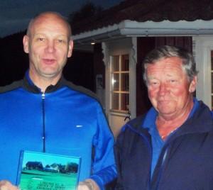 Tony Farinha og Jan Sørhus har kappes om ledelsen i B-klassen i hele sesongen. Til slutt var det Tony som var den jevneste. Petter Tomren ble nummer tre, men var ikke tilstede under premieutdelingen.
