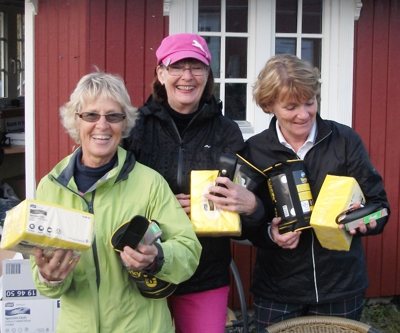 Nr. 1 Hanne Tofteberg (t.v.), Kirsten Rogne (t.v.) og Ragnhild Lied Johansen + Dokka (?) med 60 slag