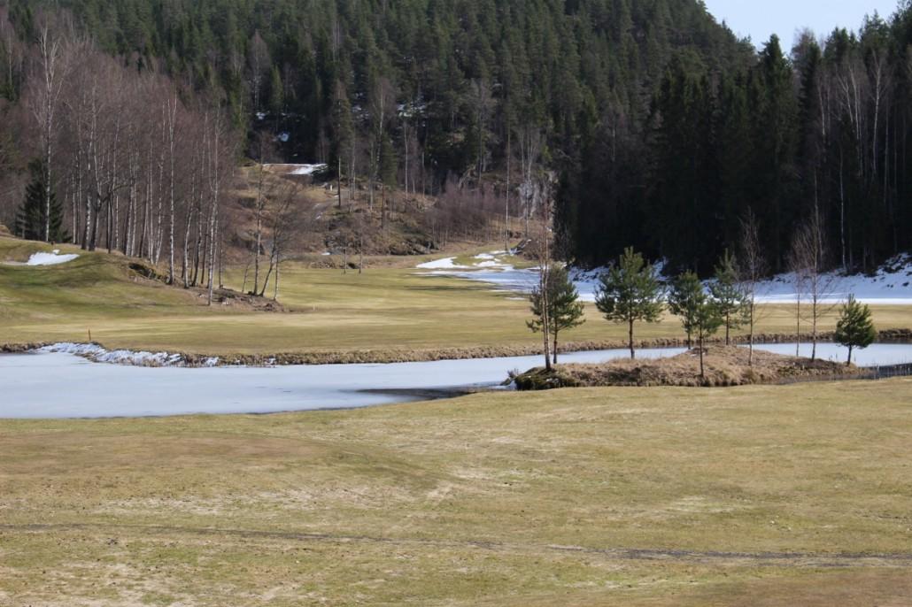 Blant annet har trærne på øya  blitt stusset enda mer, og det er ryddet ytterligere langs kantene på både 3-ern og 5-ern.